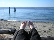 Leecey @ the beach blogging